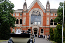 With its wonderful cloisters, it's Great hall and Lower Hall with beautiful arched windows plus it's beautiful grounds makes Dulwich College  a superb London wedding venue