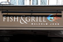 The Fish and Grill, Putney is a few minutes walk from Putney Bridge and The Thames and is alternative London wedding venue perfect for small and intimate receptions